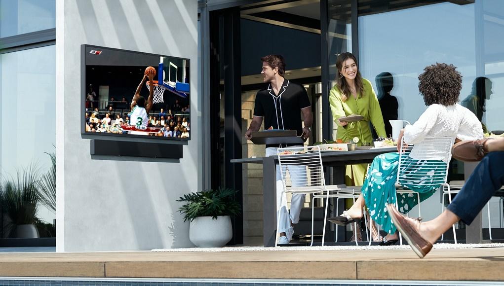 Samsung ra mắt The Terrace - TV QLED 4K ngoài trời đầu tiên trên thế giới tại Việt Nam
