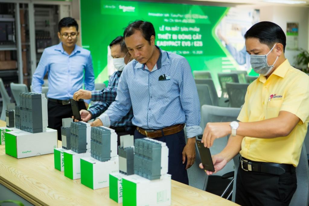 Schneider Electric ra mắt bộ giải pháp EasyPact cho nhà sản xuất tủ điện