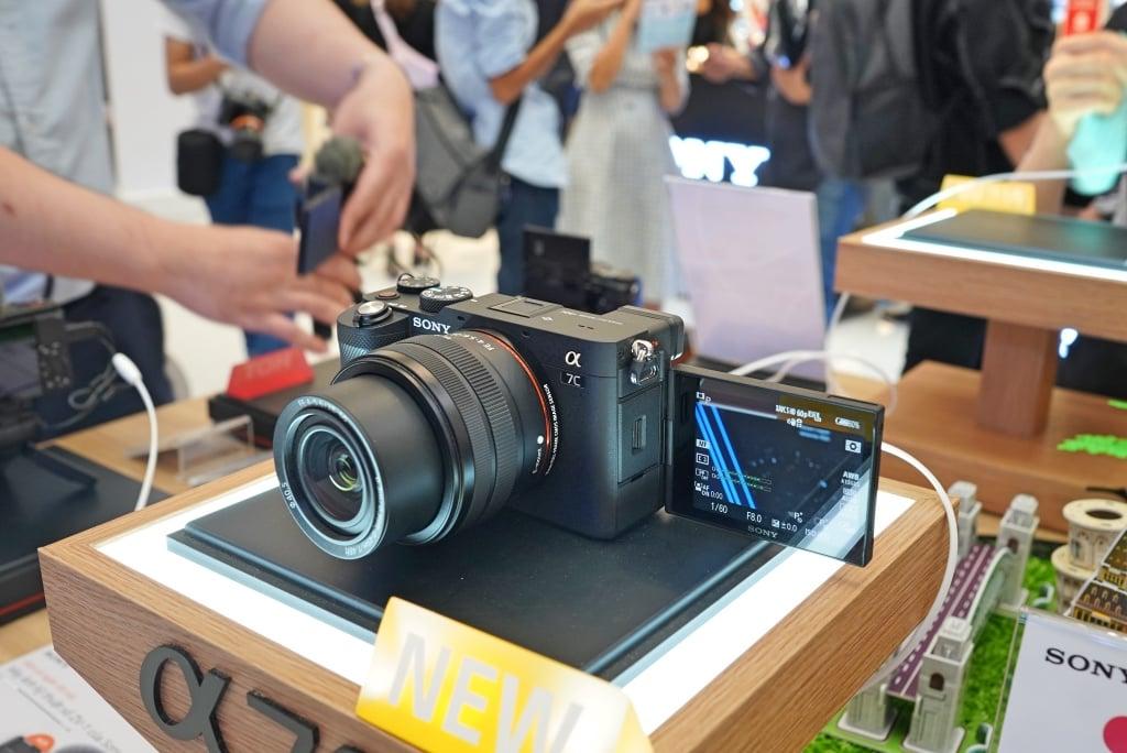 Sony Alpha 7C, máy ảnh full-frame nhỏ nhẹ nhất thế giới