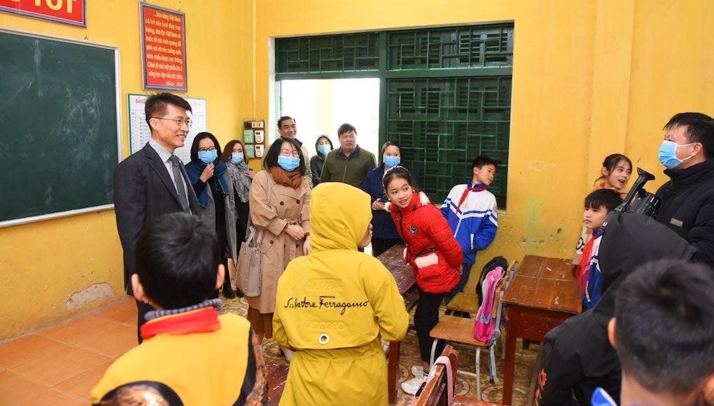 LG cùng Habitat for Humanity hỗ trợ hộ gia đình dân tộc Mường