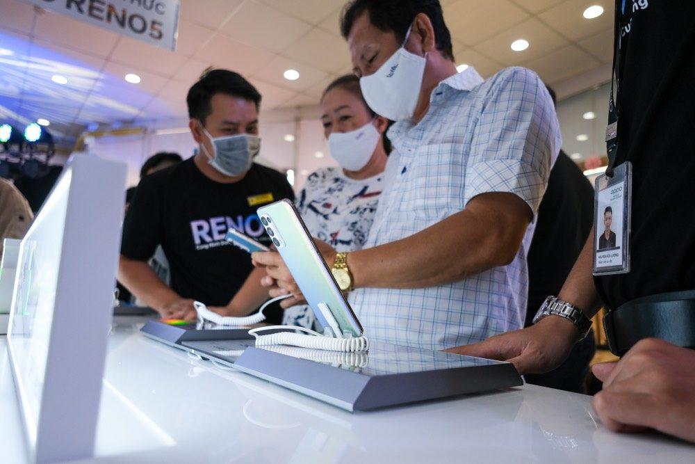 OPPO Reno5 mở bán, kỷ lục 42.000 đơn đặt cọc