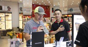 FPT Shop giao sớm Galaxy S21 Series cho khách hàng đặt trước