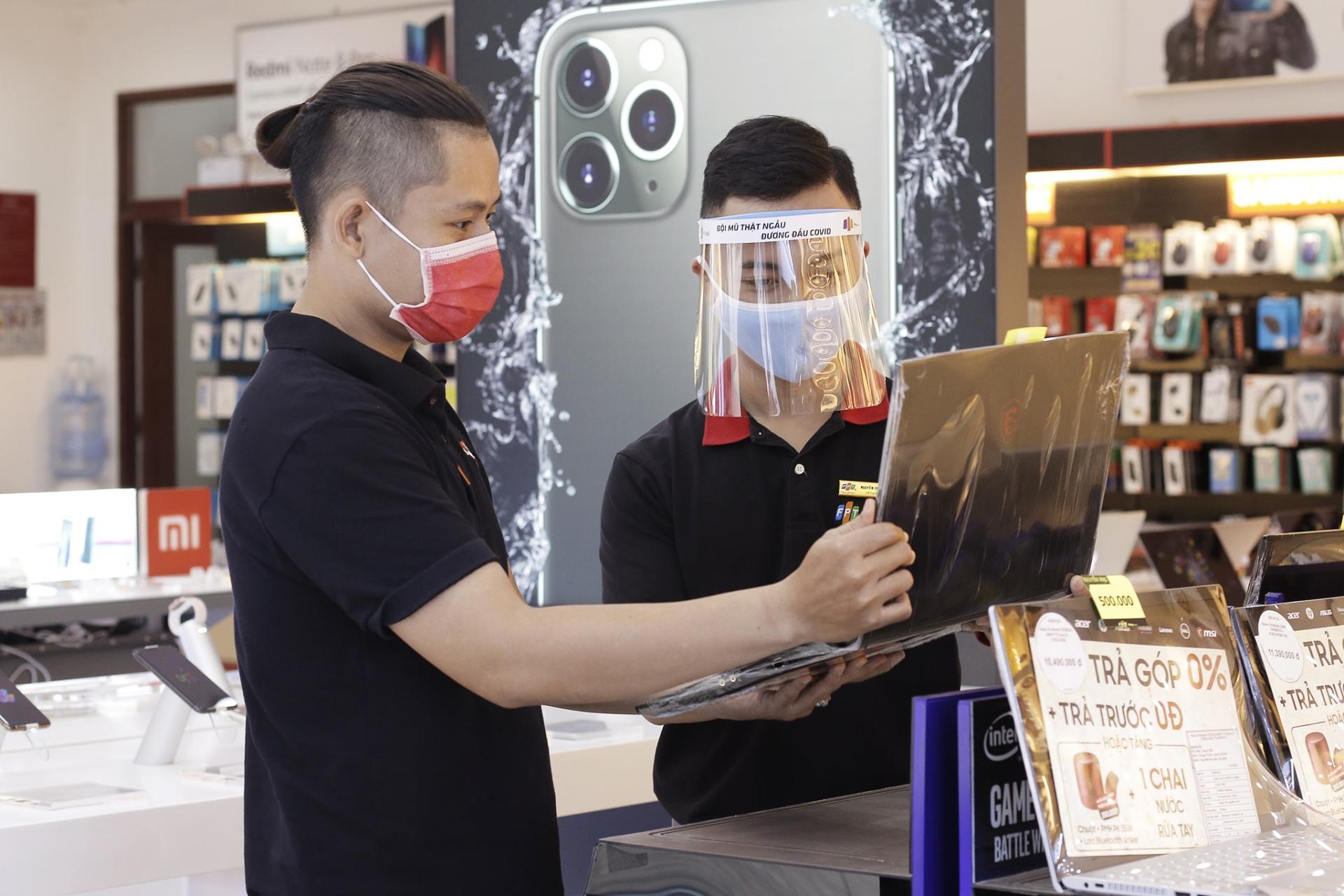 FPT Shop giảm 3 triệu, tặng combo làm việc tại nhà khi mua laptop