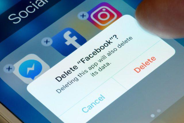 Facebook bị tẩy chay trên toàn cầu, cựu CEO của công ty cũng kêu gọi xóa ứng dụng
