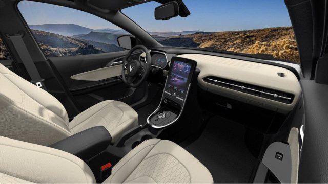 VinFast mở bán ô tô điện đầu tiên giá 690 triệu đồng