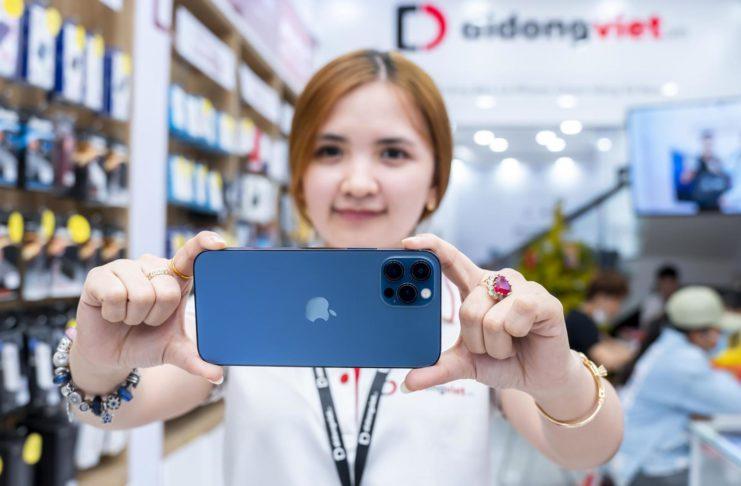 Giá iPhone 12 cuối tháng 3 tại Di Động Việt giảm đến 7 triệu