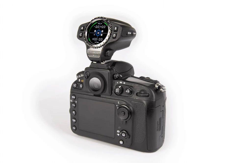 Raven, remote đèn Flash và camera có giá hơn 10 triệu đồng