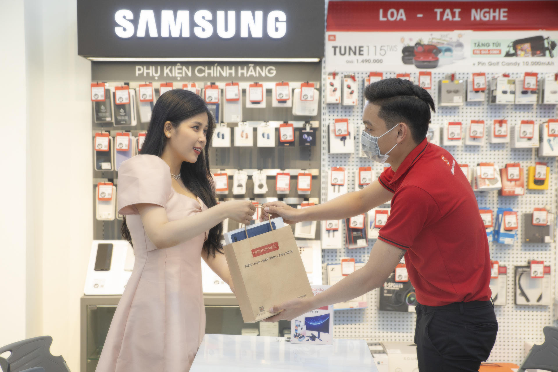 CellphoneS sale 'khủng' mừng lễ lớn