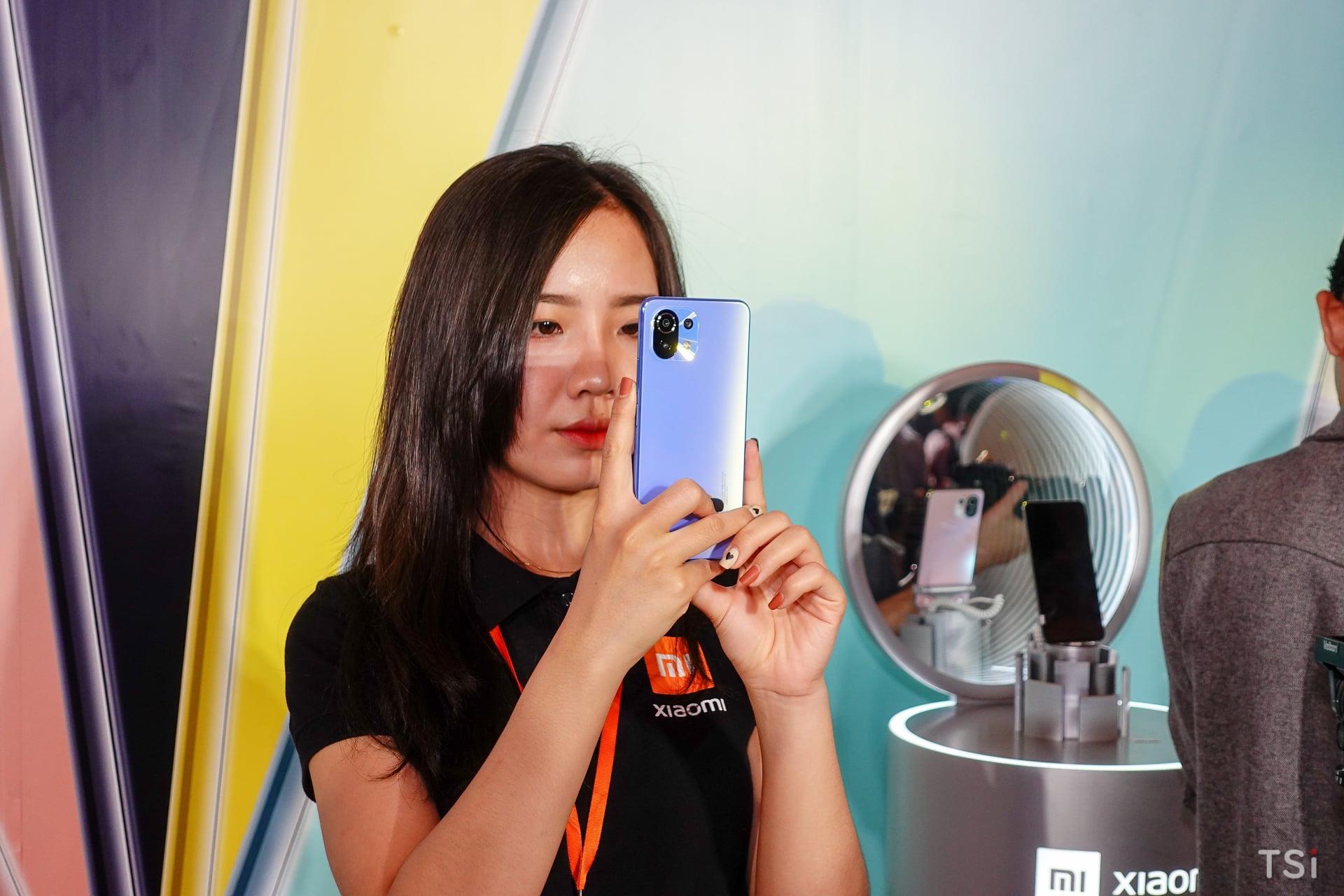 Xiaomi chính thức ra mắt Mi 11 Lite | Mi 11 Lite 5G cùng Mi Smart Band 6