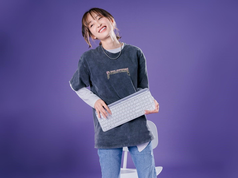 Juky San hé lộ cách 'bật' cảm hứng mùa 'hát' from home