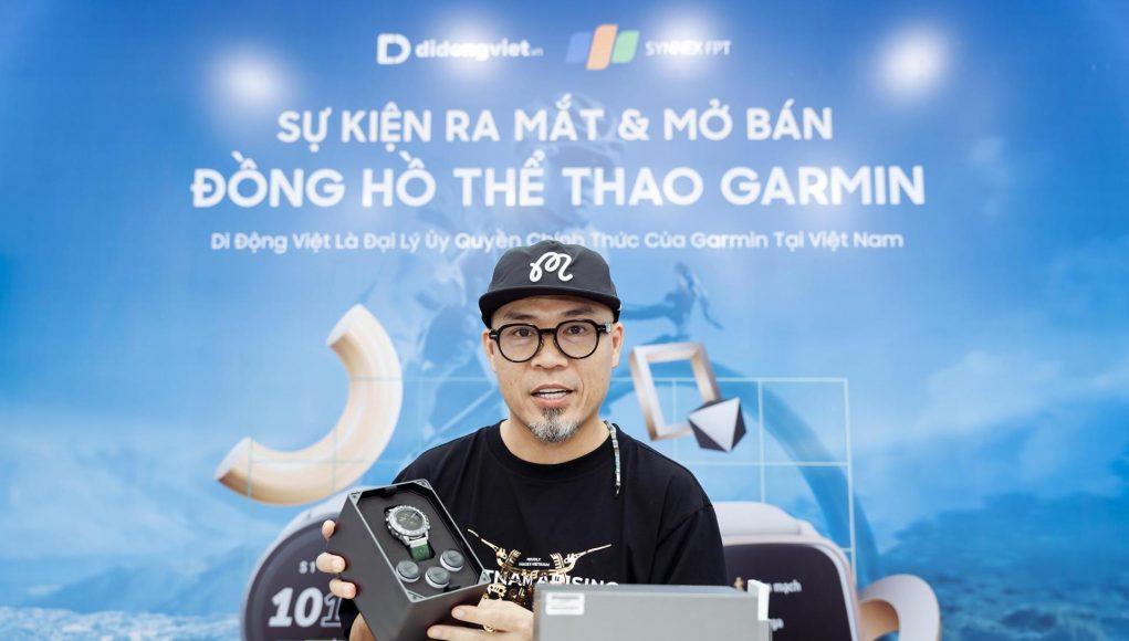 Nhạc sĩ Huy Tuấn mua đồng hồ Garmin MARQ Golfer tại Di Động Việt
