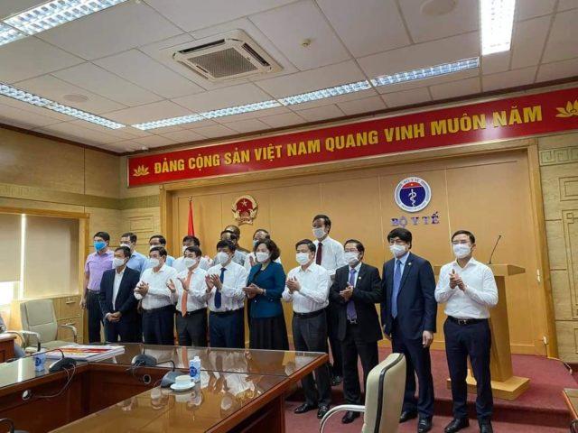 Tập đoàn Vingroup trao tặng Bộ Y tế 4 triệu liều vaccine phòng COVID-19