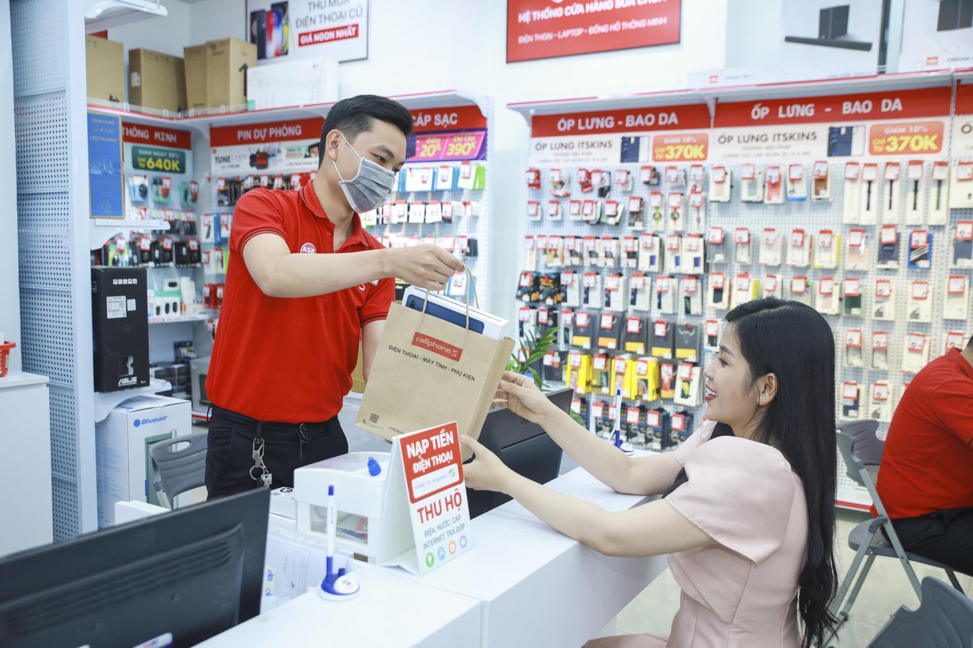 CellphoneS tung chương trình trợ giá mùa dịch, ưu đãi giảm cả triệu đồng