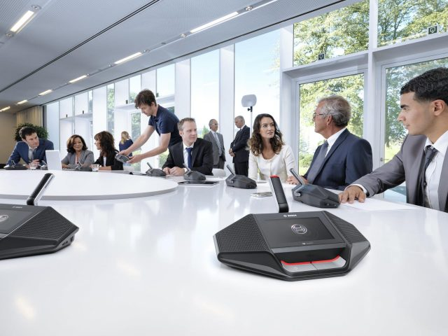 Bosch triển khai dịch vụ 'Trải nghiệm hệ thống Hội nghị Dicentis Không dây' hoàn toàn miễn phí cho doanh nghiệp
