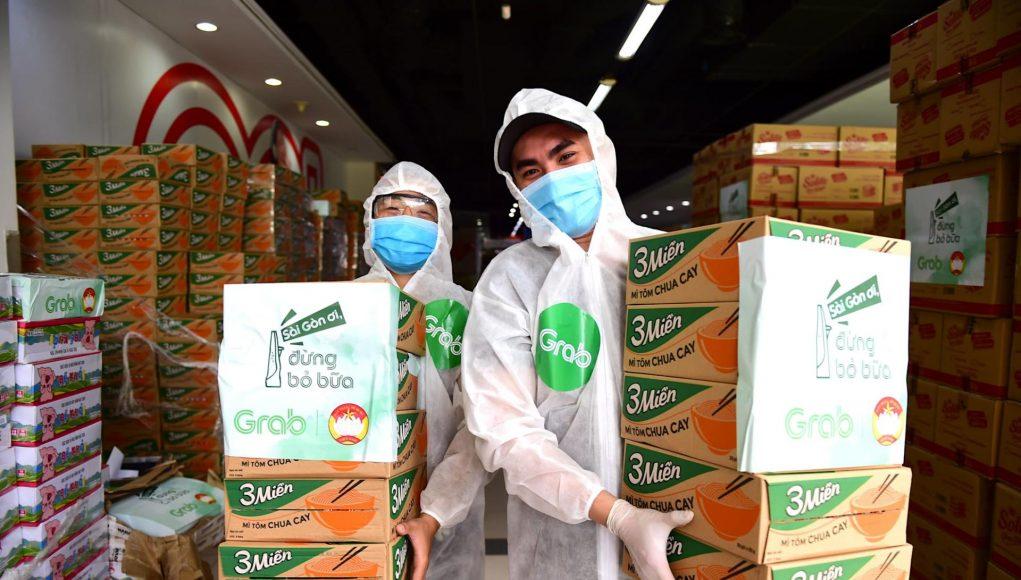 Đối tác tài xế GrabCar xung phong tình nguyện vận chuyển nhu yếu phẩm đến 24 bệnh viện điều trị Covid-19 tại TP.HCM