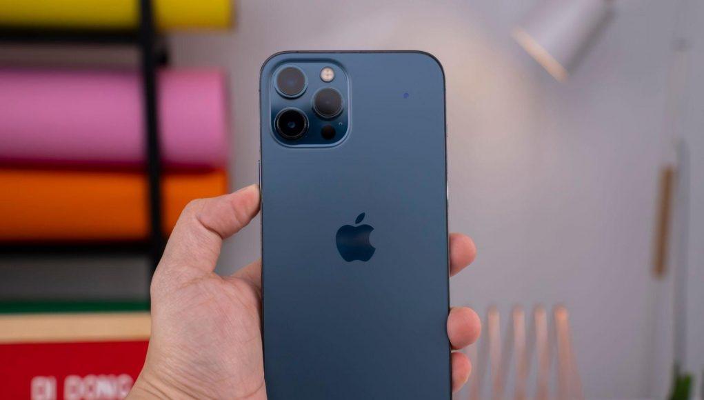 Trước thềm mở bán iPhone 13, iPhone 12 bất ngờ hạ giá xuống dưới 15 triệu